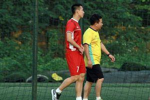 Thầy Park 'đau đầu' khi thêm tiền vệ Hùng Dũng chấn thương
