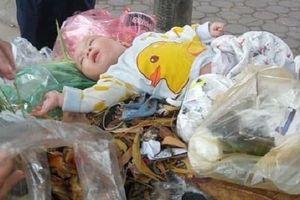 Bé trai kháu khỉnh bị bỏ rơi trong thùng rác gần Làng trẻ em SOS Hà Nội