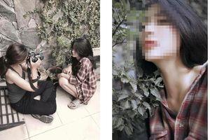 Đi dép lê ngồi bụi cây, cô gái vẫn gây sốt vì xinh đẹp quá mức cho phép