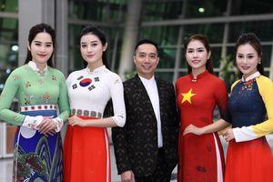 Trình diễn bộ sưu tập áo dài 'Hàn Quốc' trong chương trình giao lưu văn hóa Việt - Hàn