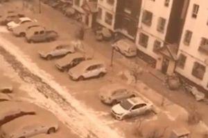 Tân Cương, Trung Quốc: Xuất hiện 'Tuyết vàng' hiếm gặp phủ kín vùng