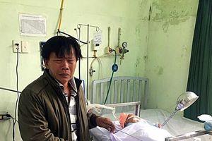 Bé gái 4 kg chào đời trong tình trạng hôn mê, tổn thương thần kinh cánh tay vì bác sĩ để mẹ sinh thường?