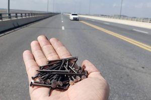 Cao tốc Tân Vũ - Lạch Huyện bị rải đinh sắt dày đặc