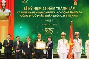Phó Chủ tịch nước trao tặng Huân chương Lao Động hạng Ba cho C.P. Việt Nam