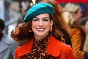 Anne Hathaway biến hóa với thời trang thập niên 70 trên đường phố
