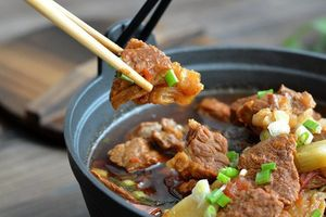 Trời chuyển lạnh vào bếp nấu món canh thịt bò ngon đậm đà thơm nức mũi