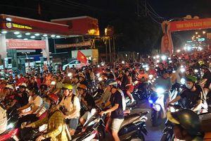 Người dân Bình Dương 'đi bão' mừng chiến thắng của tuyển Việt Nam