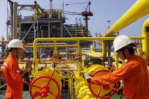 Thu thuế xuất nhập khẩu: Nhập khẩu dầu thô vẫn là cứu cánh