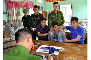 Hà Tĩnh: Bắt người nước ngoài mang hơn 1.000 viên ma túy tổng hợp