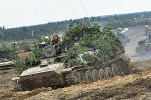 Sự thật Nga chuyển hàng trăm xe tăng áp sát Ukraine