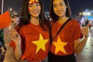 Việt Nam chiến thắng Philippines, nhiều sao Việt đã có mặt để ăn mừng ngay trên sân
