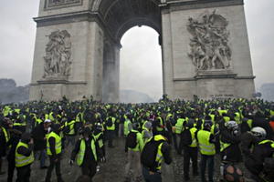Pháp sẽ hủy kế hoạch tăng thuế nhiên liệu