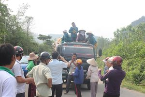Người dân Hà Tĩnh lại chặn xe chở rác vào bãi