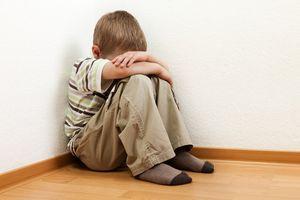 3 dấu hiệu điển hình cảnh báo con bạn bị tử kỷ