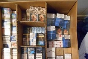 Anh: Lập tài khoản Facebook giả để bán thuốc lá... giả