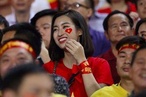 Sao Việt sung sướng mừng tuyển Việt Nam vào chung kết AFF Cup sau 10 năm chờ đợi