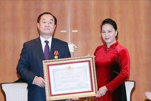 Chủ tịch Quốc hội Nguyễn Thị Kim Ngân trao Huân chương Hữu nghị tặng Giáo sư Ahn Kyong Hwan