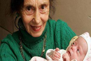 12 phụ nữ lớn tuổi nhất thế giới vẫn 'liều mạng' sinh con