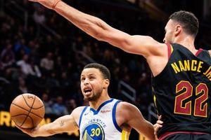 Stephen Curry kéo dài kỷ lục ném ba điểm ở NBA
