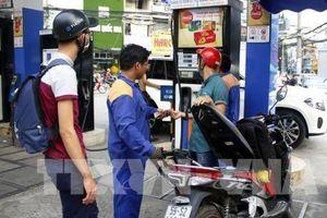 Giá xăng giảm trên 1.400 đồng/lít