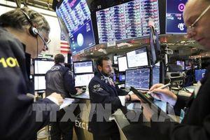Nhà đầu tư Phố Wall 'đứng ngồi không yên' vì đường cong lợi suất
