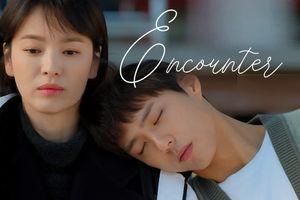 Park Bo Gum lại làm 'rụng tim' người xem vì ngủ gật, tựa đầu lên vai Song Hye Kyo trong tập 4 'Encounter'
