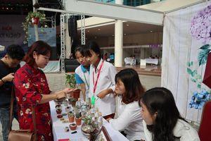 Hàng trăm bạn trẻ mê kinh doanh dự Ngày hội 'Nữ sinh khởi nghiệp'