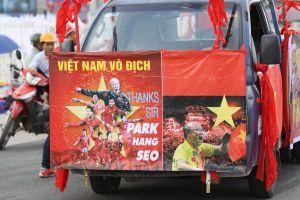 Bán kết lượt về Việt Nam-Philippines: CĐV nườm nượp đổ về SVĐ Mỹ Đình