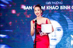 Hương Ly 'Top Model' diện set đồ nửa tỷ nhận giải Người mẫu của năm