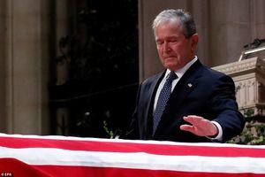 Những giọt nước mắt đầy cảm xúc trong lễ tang cố Tổng thống Mỹ Bush