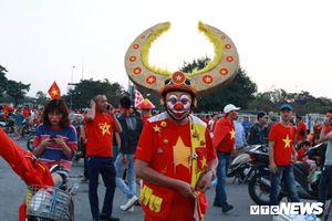 Những cách hóa trang độc đáo của CĐV Việt Nam ở sân Mỹ Đình
