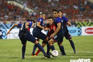Philippines liên tục đá láo, HLV Park Hang Seo nổi điên với trọng tài