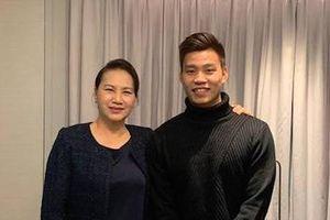 Chủ tịch Quốc hội cùng Văn Thanh cổ vũ ĐTVN từ Hàn Quốc