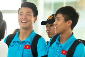 Tuyển Việt Nam rạng rỡ lên đường chinh phục đối thủ Malaysia