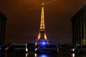 Lo sợ bạo loạn, Pháp đóng cửa các điểm du lịch