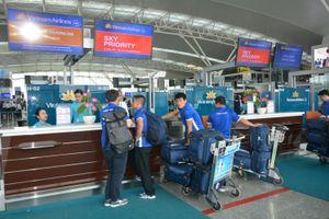 Đội tuyển bóng đá quốc gia vui vẻ lên đường sang Malaysia