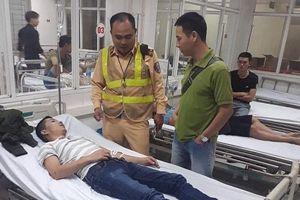 CSGT kịp thời giúp đỡ nam thanh niên bị co giật, ngất lịm trên xe ô tô