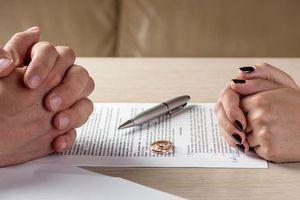 Vất vả ly hôn vì tòa tự 'chế' biên bản