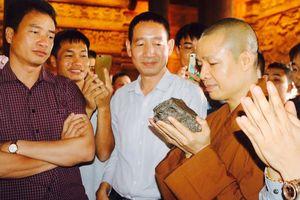 Thiên thạch mặt trăng 14 tỷ đã ngự tại chùa Tam Chúc