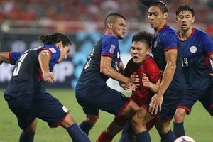 Khoảnh khắc Quang Hải bị 'khóa chặt' bởi 4 cầu thủ Philippines cao to gây sốt cộng đồng mạng