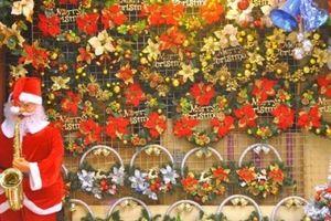 Thị trường mùa Giáng sinh rục rịch, nhiều cửa hàng 'hốt bạc' mỗi ngày