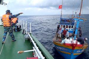 Cứu nạn tàu cá Đà Nẵng và 9 ngư dân gặp nạn trên biển