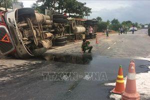 Tai nạn giao thông tại Quảng Trị: Xe container bị lật, 2 phụ nữ trẻ đi xe máy tử vong
