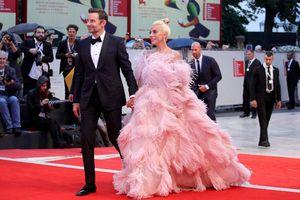 Bradley Cooper và Lady Gaga hạnh phúc khi được đề cử giải Quả Cầu Vàng