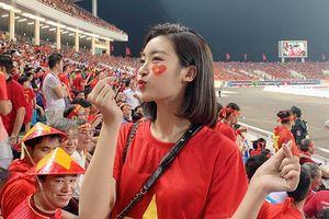 Hoa hậu Đỗ Mỹ Linh xinh đẹp rạng rỡ, 'quẩy tới bến' khi Việt Nam vào chung kết AFF Cup