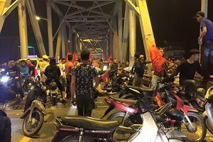 'Đi bão' mừng Việt Nam chiến thắng, tai nạn, ẩu đả xảy ra liên tiếp