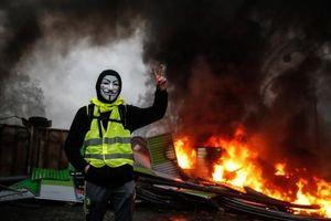 Pháp triển khai 89.000 cảnh sát, 12 xe bọc thép đối phó bạo động 'Áo vàng'