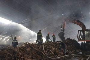 'Bà hỏa' ghé thăm, hơn 3.000m2 nhà xưởng gỗ bị thiêu rụi