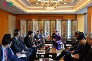 Chủ tịch Quốc hội tiếp các doanh nghiệp Hàn Quốc