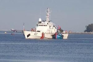 Cứu 9 ngư dân Đà Nẵng gặp nạn ở vùng biển Quảng Bình